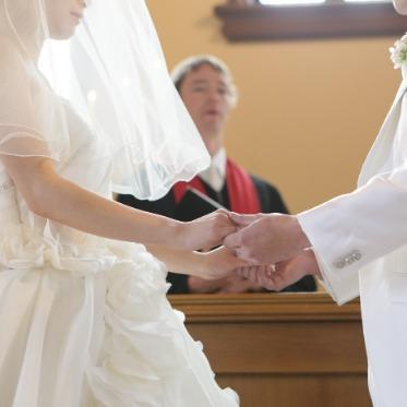 Brides Scene ST3 (エスティーズ)  温かい光に包まれ誓う挙式を