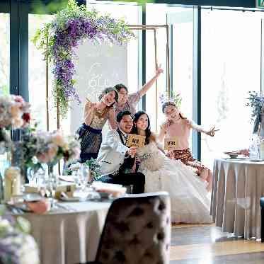 Brides Scene ST3 (エスティーズ)  木と自然光と花で温かみのある会場