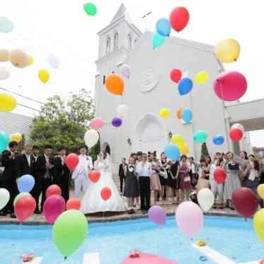 Brides Scene ST3 (エスティーズ)  プールがあるガーデンならではの演出です