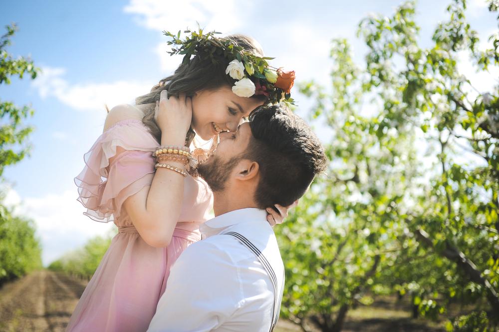 5月の結婚式は費用が高い?人気のワケと日取りの選び方