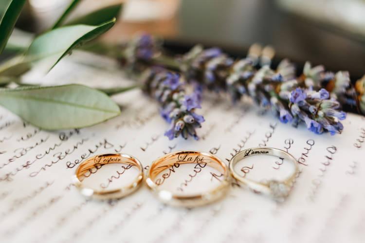 結婚指輪・婚約指輪の刻印アイディアまとめ!刻印のポイントも紹介