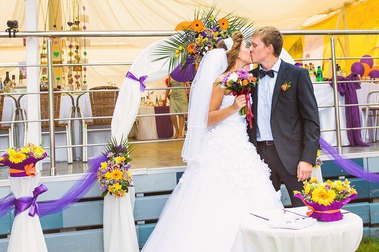 結婚式場の決め方ガイド!式場見学で見る&聞くポイントも解説