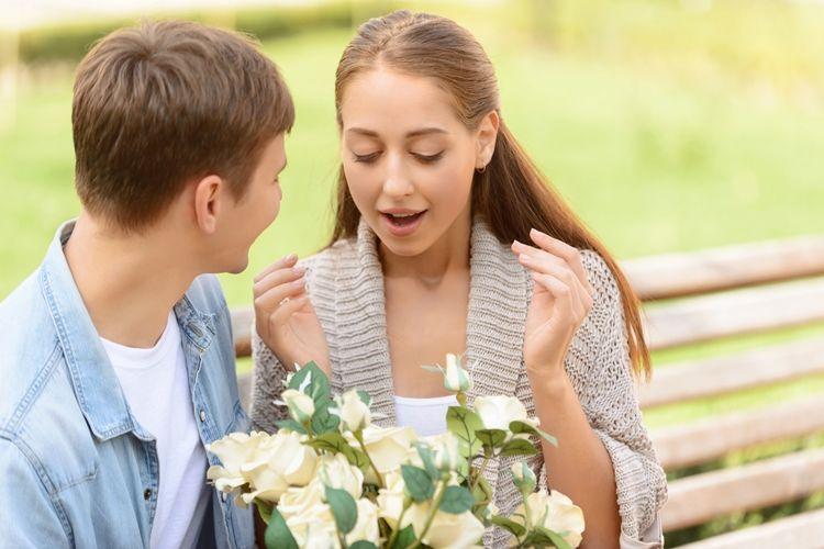 女性の本音は?プロポーズで花束を渡す時に知っておきたい全てのこと