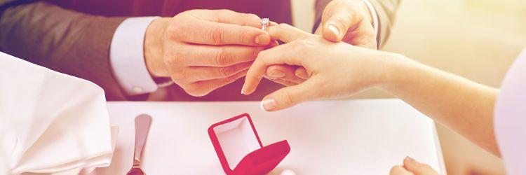 婚約指輪 手元