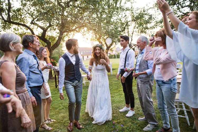 これで迷わない!結婚式に呼ぶ人を失礼なくスムーズに決める方法