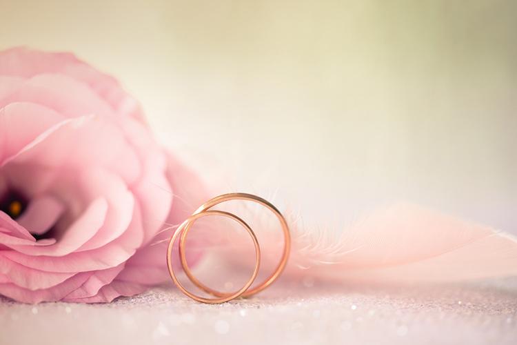 ピンクゴールドの結婚指輪を探す!素材の基礎知識&注目デザイン