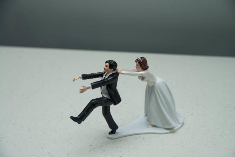 結婚式をやりたくないと感じる理由7選!やりたくない相手の説得方法