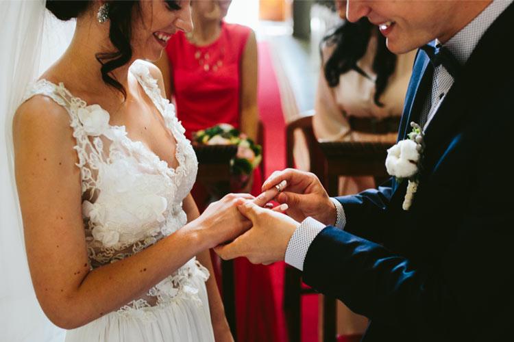 結婚指輪 エタニティリング 新郎新婦 笑顔