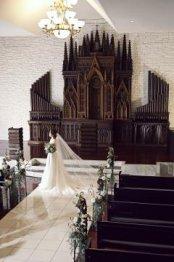 【花嫁に愛され続けた感動挙式!】希少な祭壇のチャペルを体験!